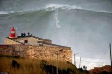 ทำลายสถิติขี่คลื่นยักษ์สูงที่สุดในโลก กว่า 30 เมตร