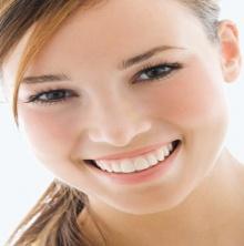 เคล็ดลับสร้างเสน่ห์เป็นสาวยิ้มสวยด้วยฟันขาว