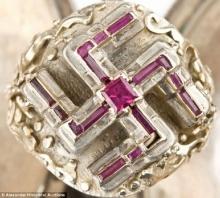 ฮือฮา ประมูลแหวนสวัสดิกะฮิตเลอร์ สุดยอดหายาก-ของแท้
