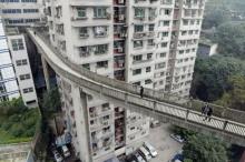 สุดยอด!! จีนสร้างสะพานลอยให้คนข้าม สูงเท่าตึกชั้น 13