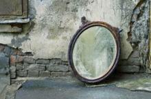 ความเชื่อโบราณ กระจกเงาในบ้านแตก จะเกิดอะไรขึ้น