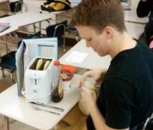 จริงจังม๊าก!!! รวมภาพแอบกินขนมในห้องเรียนที่สุดติ่งเวอร์!!!..กับการเรียนทุ่มเทแบบนี้ไหม!!?