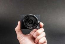 โหวแจ่ม! E1 กล้องเลนส์เมาท์ M4/3 ขนาดเล็กที่สุดในโลก