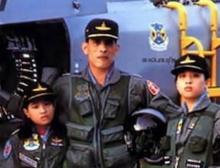เผยฉลองพระองค์ สมเด็จพระบรมฯ เครื่องแบบ พันเอก เยี่ยงทหารทั่วไป!!