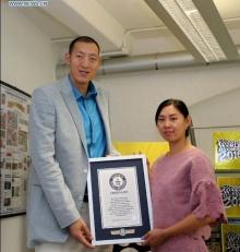 ผัว-เมีย ชาวจีน คู่นี้ สูงทุบสถิติโลก