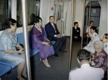 ภาพหาชมยาก ในหลวง ร.9-พระราชินี เสด็จโดยรถไฟฟ้า พิธีเปิดรถไฟฟ้าใต้ดินปี 47