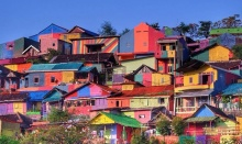 อย่ามองแค่ ชุมชนแออัด เพราะมันคือ หมู่บ้านสีรุ้ง ที่นักท่องเที่ยวอยากมาเยือน!!