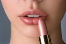 ปากสวยสะกดใจ