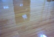 การทำความสะอาดพื้นกระเบื้องยาง