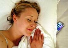 เตือนวางมือถือเปิดเครื่องไว้หัวเตียงเสี่ยงรับคลื่นแม่เหล็กไฟฟ้า 24 ชั่วโมง