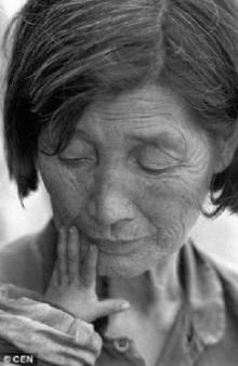 แห่ยกย่องหญิงเก็บขยะหัวใจแม่พระช่วยเหลือทารกกว่า 30 ชีวิตถูกทิ้งข้างถนนเลี้ยงเป็นลูก