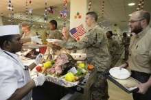 มาดู ทหารอเมริกัน ฉลองวันขอบคุณพระเจ้าในค่ายทหารกัน