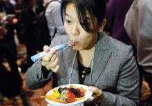 ส้อมอัจฉริยะ ! ป้องกันจิ้มอาหารใส่ปากเร็วเกินไป