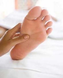 เอ็นฝ่าเท้าอักเสบเกิดจากสาเหตุอะไร