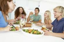 5 สิ่งไม่ควรทำหลังทานอาหารเสร็จใหม่ ๆ