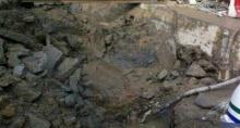 ดินยุบตัวใกล้จุดก่อสร้างรถไฟฟ้าวัดมังกรกมลาวาสการจราจรเป็นอัมพาต
