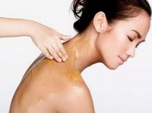 ขัดผิวด้วยน้ำผึ้งและน้ำมันมะกอก