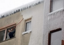 ชมภาพ พายุน้ำแข็งซัดสโลวีเนีย บ้านเมืองกลายสภาพเป็นเมืองน้ำแข็ง