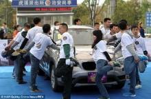 จีนแข่งยืนกระต่ายขาเดียว ชิงรถบีเอ็มฯ ได้ผู้ชนะหลังแข่งมาราธอน 7 ชม.