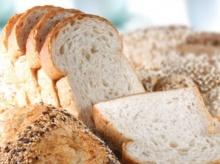 ข้าวหรือขนมปังที่ทำให้อ้วนกว่ากัน