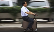 ฝีมือบ้านๆแต่ไม่เบา กระเป๋าเดินทางขับขี่ได้