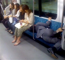 เปิดภาพมนุษย์เงินเดือนญี่ปุ่นเช้าบ้างาน ดึกเมาหมดสภาพสะท้อนสังคม