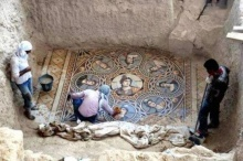 ทีมนักโบราณคดีขุดพบ งานโมเสกกรีกโบราณ 3 ชิ้น ที่ประเทศตุรกี