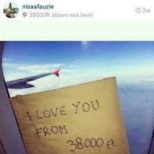 ชาวเน็ตแห่อาลัยแอร์ฯสาว!! หลังโพสต์ภาพบนเครื่องบิน QZ8501!!!