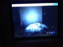 ถึงกับหลอน!! เมื่อพ่อแม่ตั้งกล้องไว้ในห้องนอนลูก และมันก็จับภาพบางอย่างที่น่าขนลุกได้!