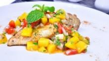 สเต็กไก่กับซัลซ่ามะม่วง Grilled Chicken with Mango Salsa