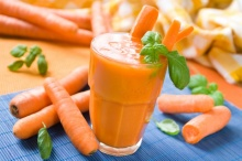 ไม่น่าเชื่อ!!! ผลของการดื่มน้ำแครอทติดต่อกัน 8 เดือน จนเกิดเรื่องเหลือเชื่อขึ้น?