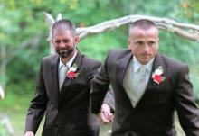 สุดประทับใจ!!พ่อแท้ๆ จูงมือพ่อเลี้ยง ร่วมทำสิ่งนี้ในงานแต่งลูกสาว!!