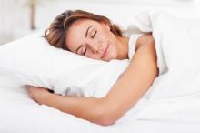 7 เคล็ดลับการดูแลผิวก่อนเข้านอนเพื่อป้องกันสิว