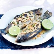 ปลาเทร้าส์อบราดซอสเนยอัลมอนต์
