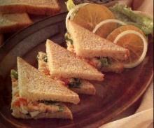 แซนด์วิชผักกับปลาทูน่า