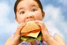 ผลวิจัยพบกินอาหารหน้าคอมพิวเตอร์ ทำให้อ้วนได้อย่างไม่รู้ตัว