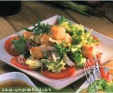 สลัดปลาแซลมอนกับน้ำสลัด
