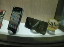 สำรวจร้านดังมาบุญครอง จับกระแสก่อนเปิดตัว iPhone 5 ราคา iPhone 4 รูดลงทุกวัน