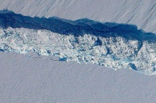น้ำแข็งยักษ์ กำลังแตกจากขั้วโลกใต้ !!!
