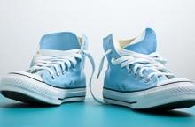 วิธีขจัดกลิ่นเหม็นอับในรองเท้าของคุณแบบง่าย ๆ