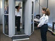 เครื่องแสกนร่างกายหาอาวุธรุ่นใหม่ สนามบินในอเมริกา