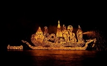 ไหลเรือไฟ เทศกาลจุดไฟลอยน้ำโขง จ.นครพนม
