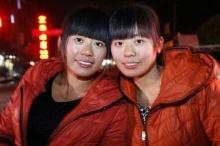 หญิงจีนพบหญิงหน้าเหมือนที่แท้เป็นพี่น้องฝาแฝด