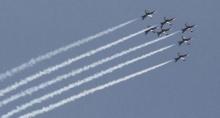ทัพฟ้าโชว์บินผาดแผลง! มาทั้งกริพเพ่น F-16 และ Breitling Jet Team (ชมคลิป)