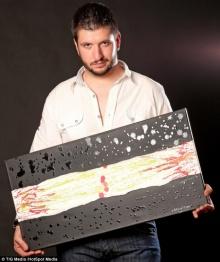 ศิลปินชาวอาร์เจนตินาพ่นสีออกมาทางท่อน้ำตา