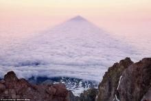 ฮือฮา สุดงดงาม ชมภาพเงาปิระมิดจากภูเขา รับแสงอาทิตย์รุ่งอรุณ