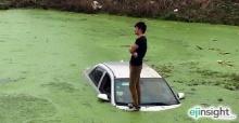 ชิลไปนะ หนุ่มจีนทำเก๊กนิ่งเมื่ออยู่ในสถานการณ์ระทึกรถจมกลางแม่น้ำ