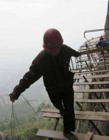 ชีวิตแรงงานสร้างสะพานที่จีน