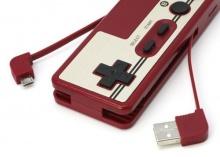 แบตเตอรี่สำรองในแบบจอยสติ๊ก Famicom พร้อม Card Reader