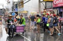 5 สถานที่เล่นน้ำสงกรานต์ 2558 เด็ด ๆ จากทั่วไทย ห้ามพลาด